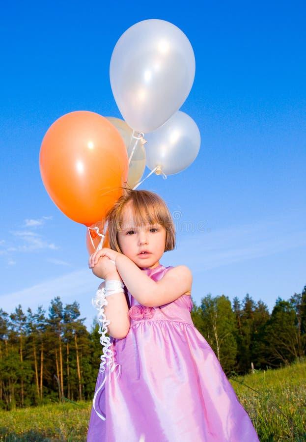 Enfant Avec Un Ballon Images libres de droits