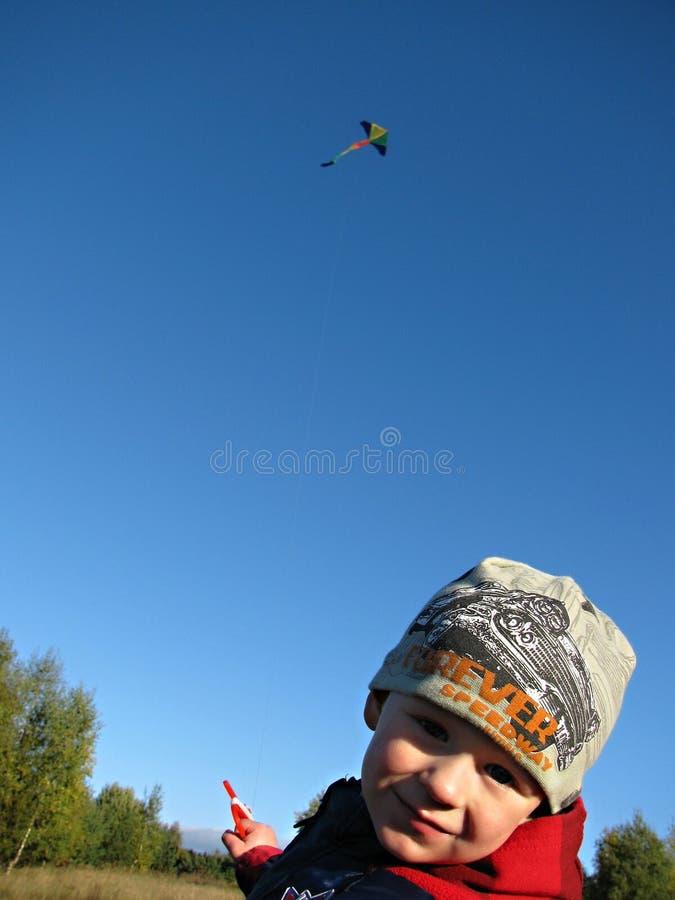 Enfant avec un cerf-volant image libre de droits