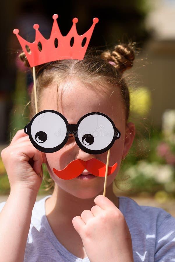 Enfant ayant l'amusement photographie stock