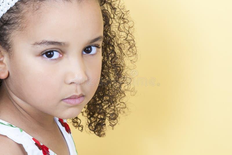 Enfant boudant triste de fille images stock