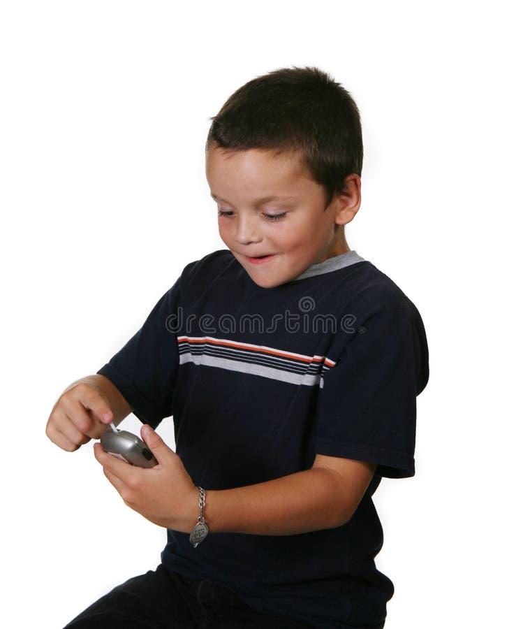 Enfant contrôlant des taux du sucre dans le sang image stock