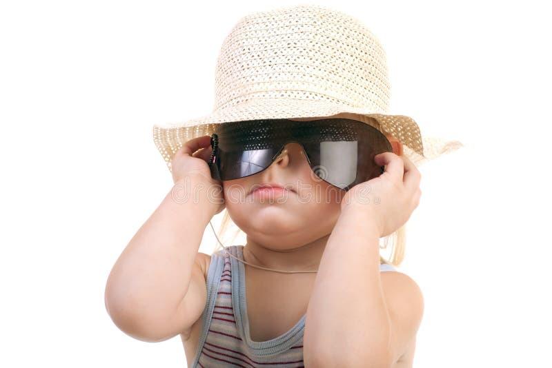 Enfant dans des lunettes de soleil images libres de droits