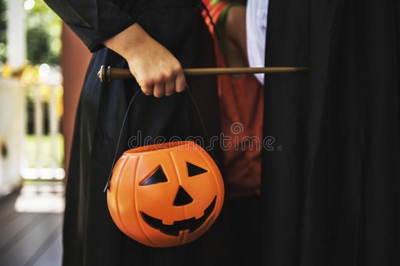 Enfant dans un costume de Halloween photos libres de droits