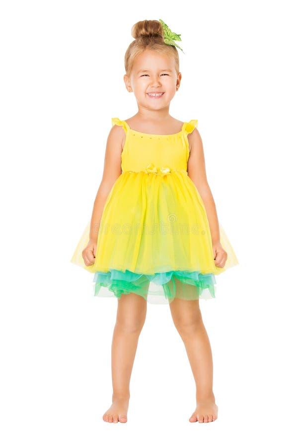 Enfant de fille dans la robe, position heureuse d'enfant d'isolement au-dessus du blanc photos libres de droits