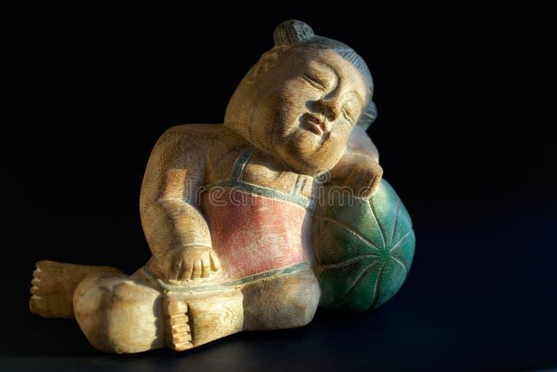Enfant de souvenir-sommeil en bois image libre de droits