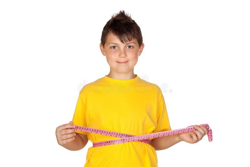 Enfant drôle avec le T-shirt jaune photographie stock