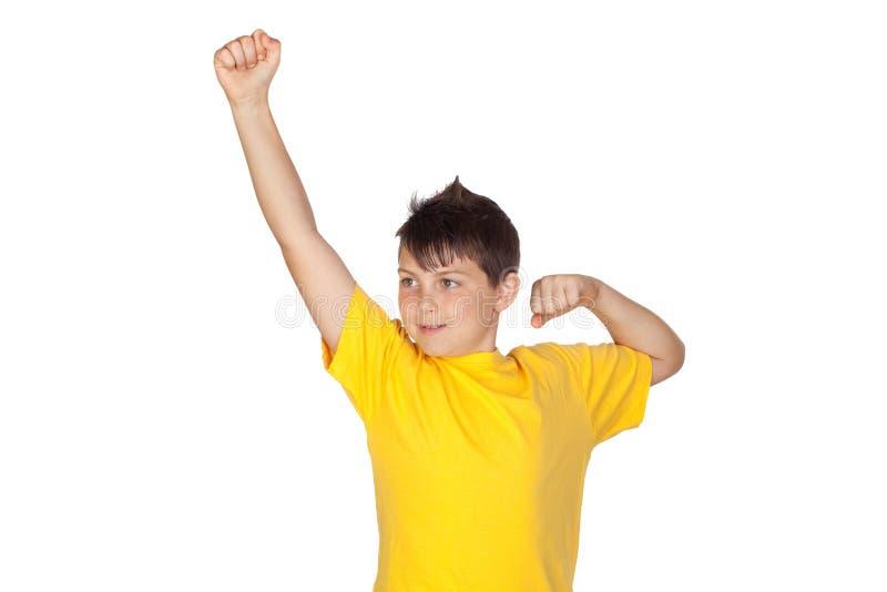Enfant drôle avec le T-shirt jaune image libre de droits
