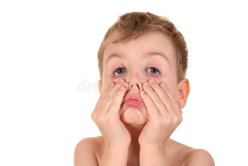 Enfant effectuant le visage images libres de droits