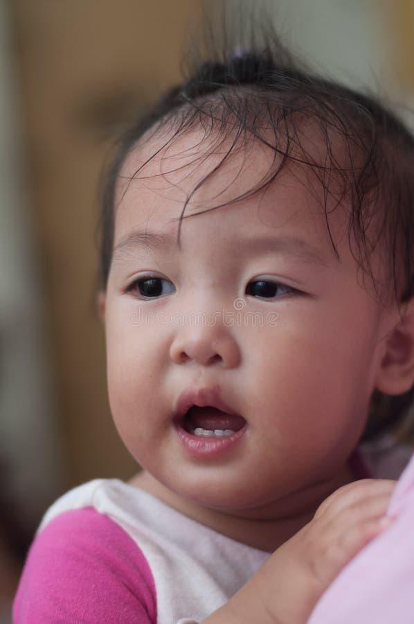 Enfant en bas âge asiatique de fille de sourire photos libres de droits