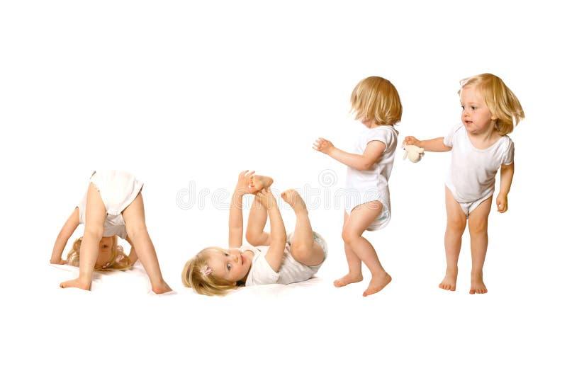 Enfant en bas âge dans l'activité d'amusement photos libres de droits