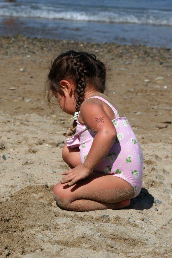 Enfant en bas âge de plage images stock
