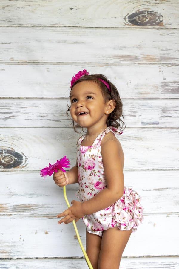Enfant en bas âge de sourire tendre photo stock