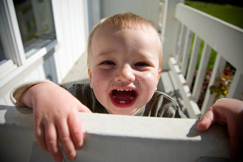 Enfant en bas âge heureux images libres de droits