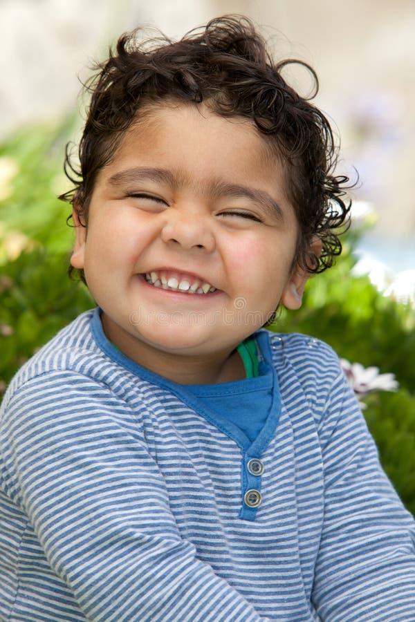 Enfant en bas âge heureux image libre de droits