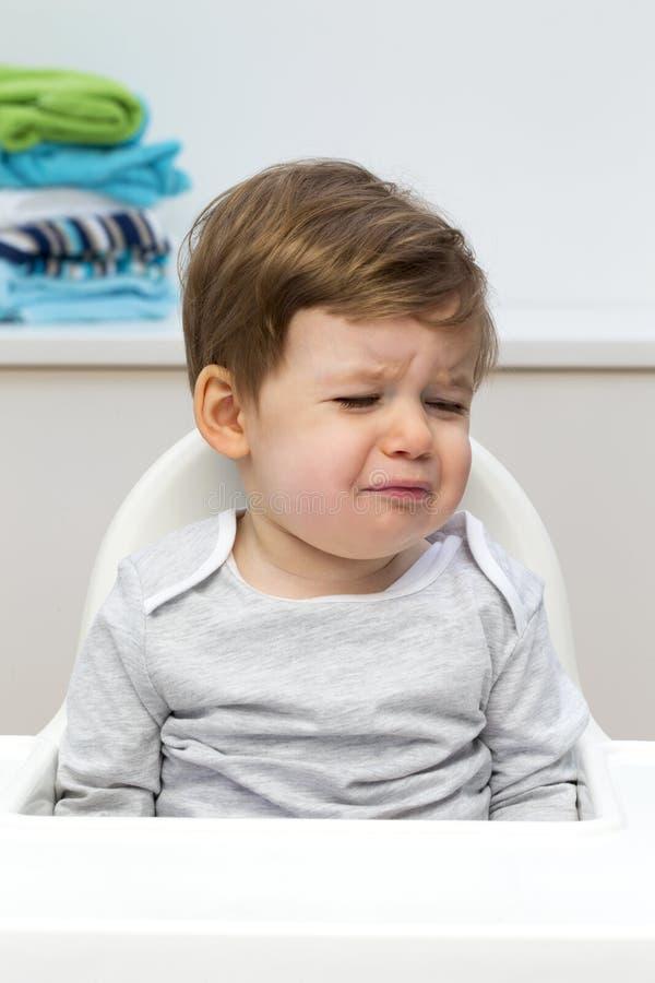 Enfant en bas âge malheureux photos stock