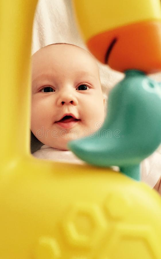 Enfant en bas âge mignon de bébé garçon photographie stock libre de droits
