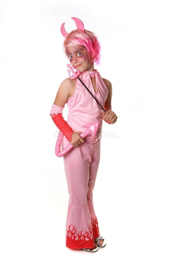 Enfant en bas âge rectifié dans un costume rose de diable photographie stock libre de droits