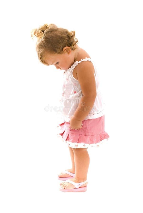 Enfant en bas âge timide image stock