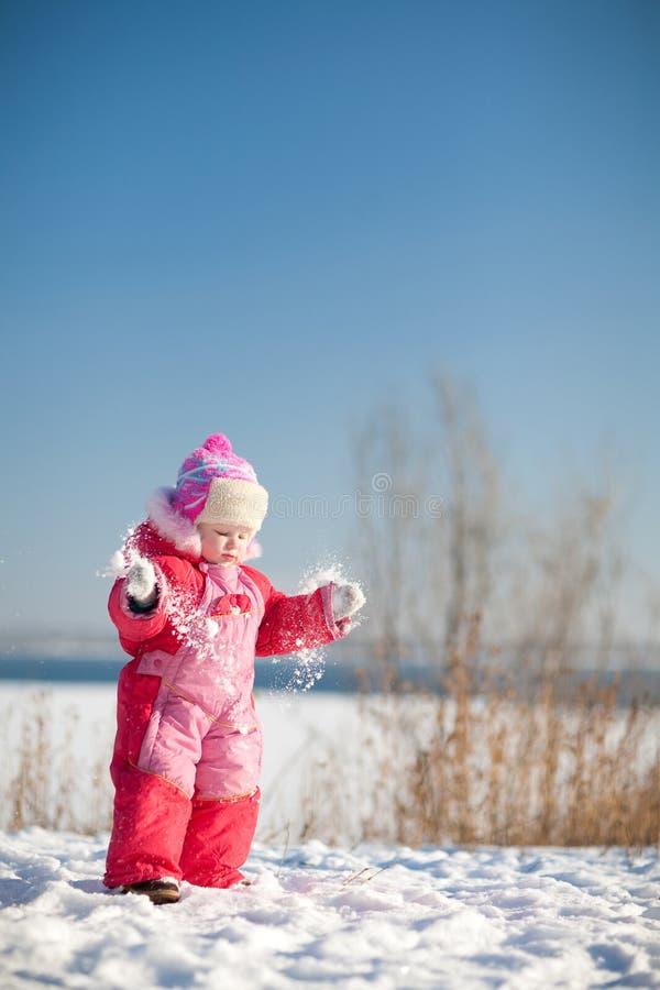 Enfant en hiver photos stock