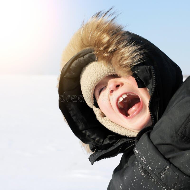 Download Enfant en hiver photo stock. Image du visage, appel, tête - 45367550