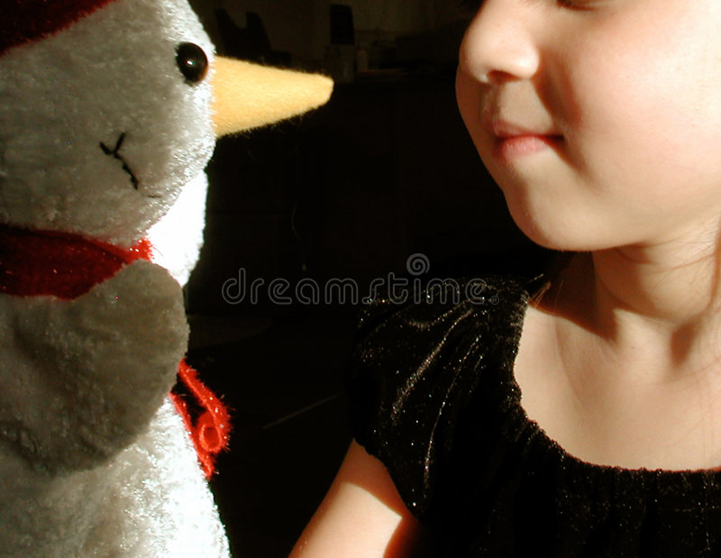 Enfant et bonhomme de neige photo libre de droits
