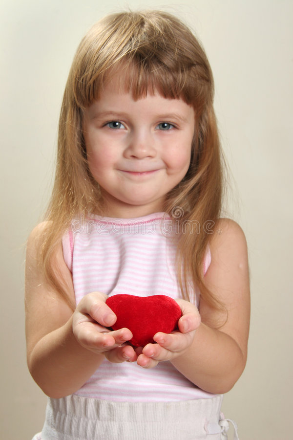 Enfant et coeur images libres de droits