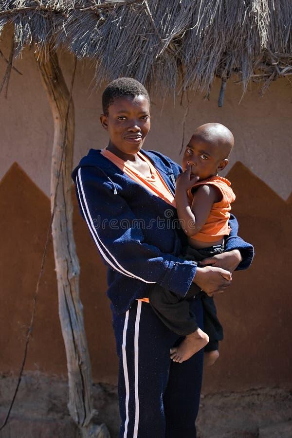 Enfant et mère africains photo stock