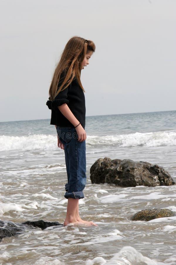 Enfant et océan photos stock
