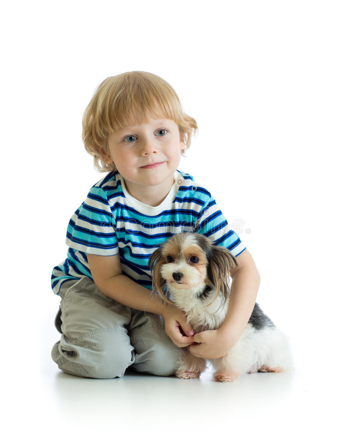 Enfant et terrier de Yorkshire D'isolement sur le fond blanc images stock