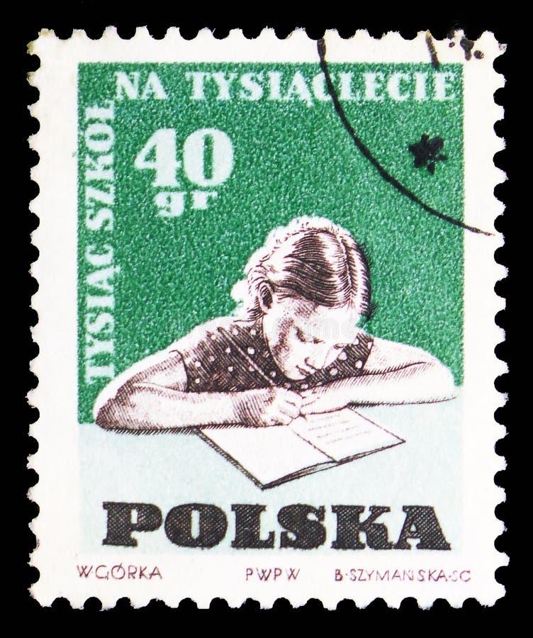 Enfant faisant les devoirs, 1000 écoles sur le 1000th anniversaire du serie de la Pologne, vers 1959 photo libre de droits