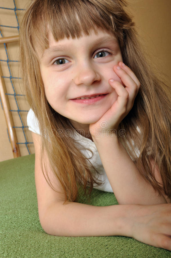 Enfant heureux images libres de droits