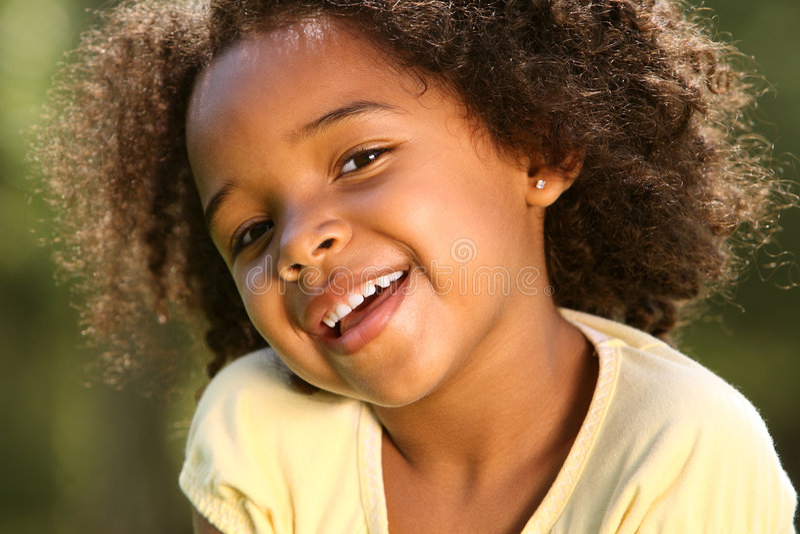 Enfant heureux d'Afro images libres de droits