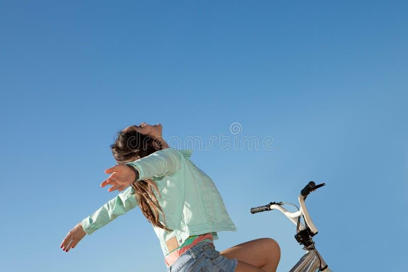 Enfant heureux de liberté d'été image stock