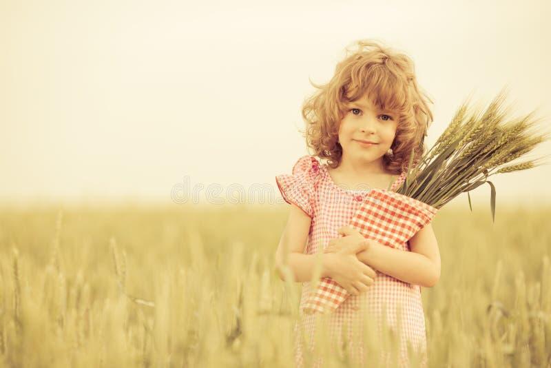 Enfant heureux en automne image libre de droits