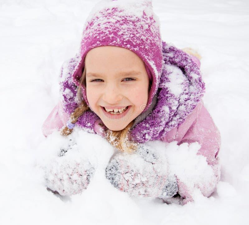 Enfant heureux en hiver photographie stock