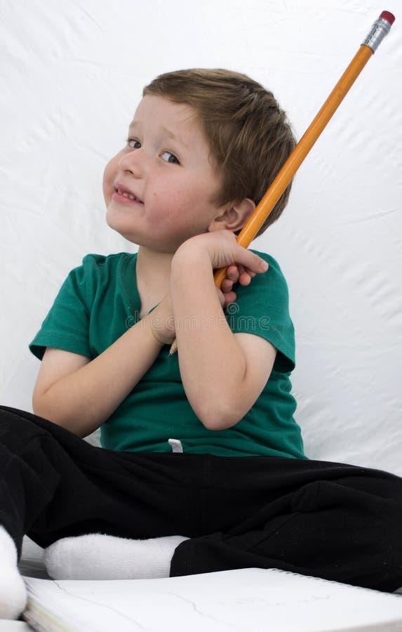 Enfant heureux souriant et colorant photographie stock