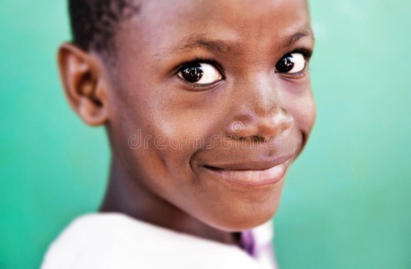 Enfant ? l'?cole en Ouganda images libres de droits