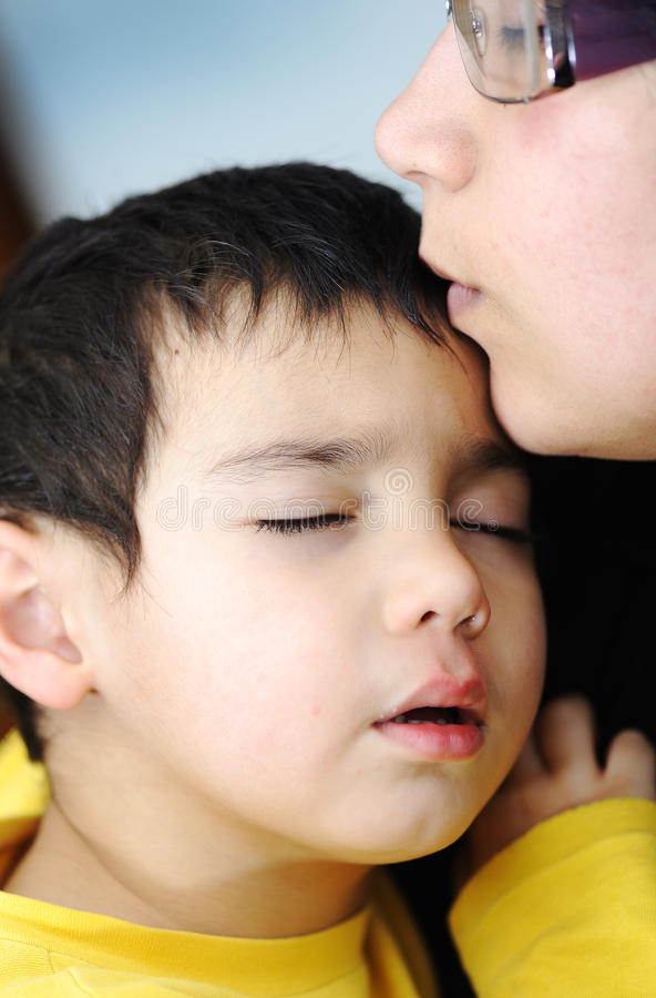 Enfant malade photo libre de droits