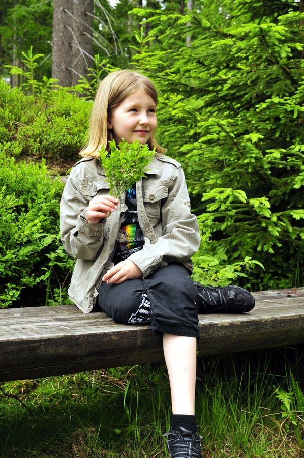 Enfant normal de forêt photographie stock libre de droits