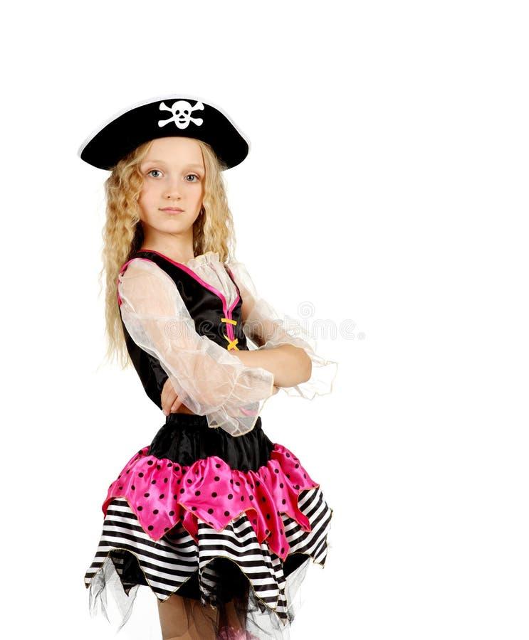 Enfant rectifié comme pirate Fille dans les poses sur le fond blanc photographie stock libre de droits