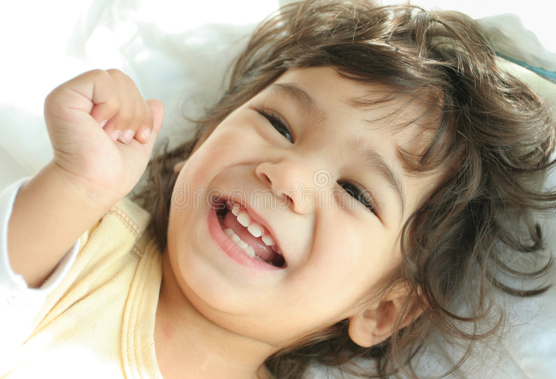 Enfant rempli avec joie photographie stock libre de droits