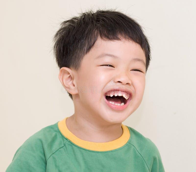 Enfant riant image libre de droits