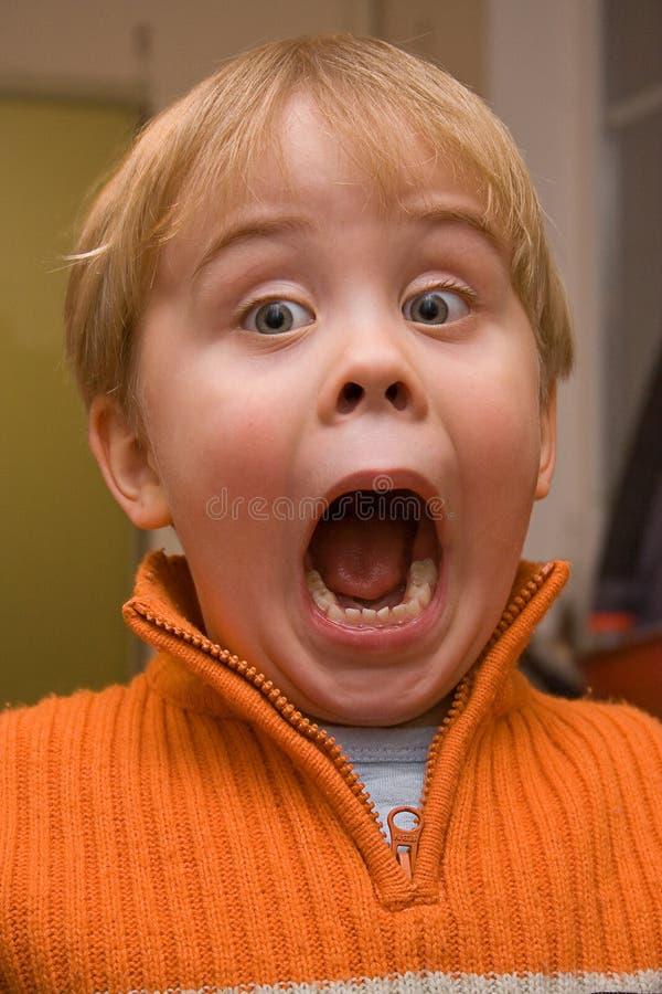 Enfant stupéfait avec la bouche grande ouverte images libres de droits