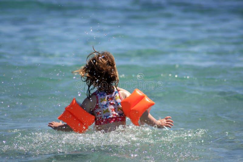 Enfant sur la mer photos libres de droits