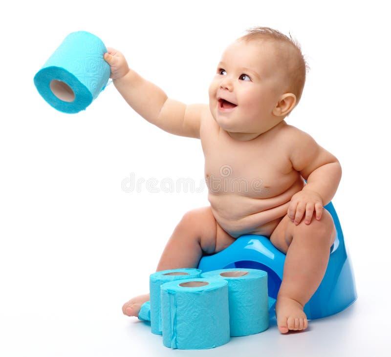 Enfant sur potty photo stock