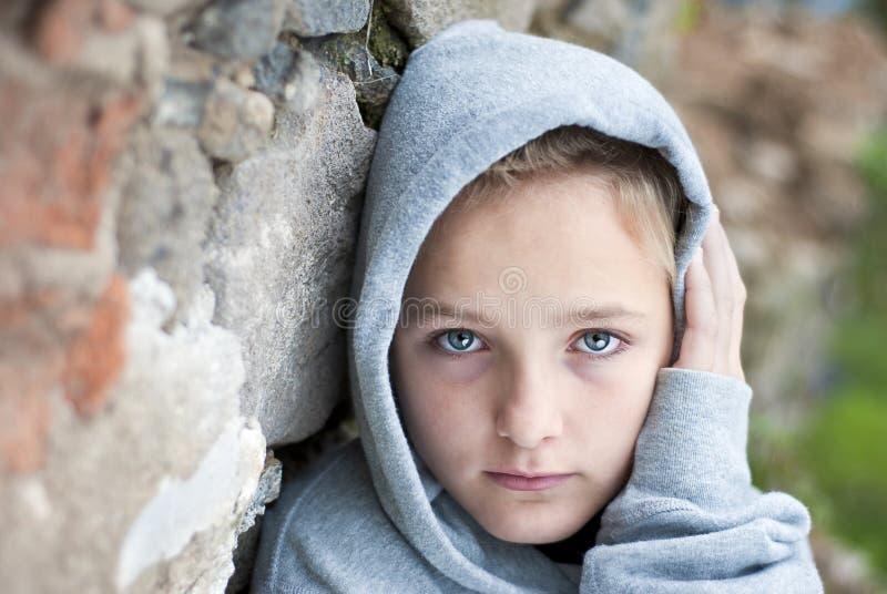 Enfant triste images stock