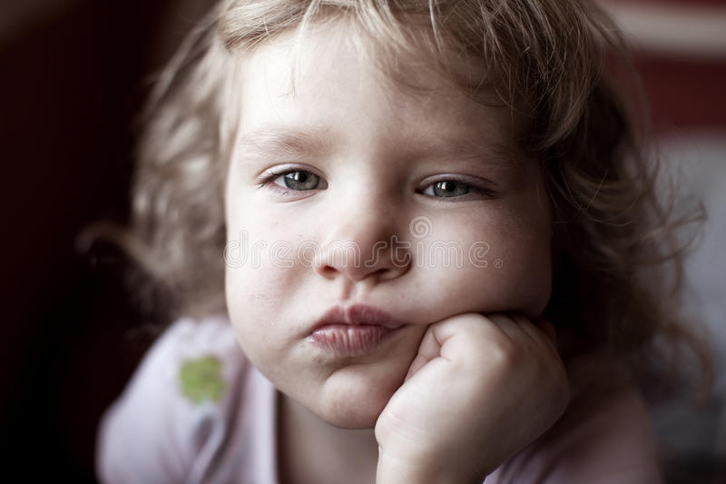 Enfant triste photo stock