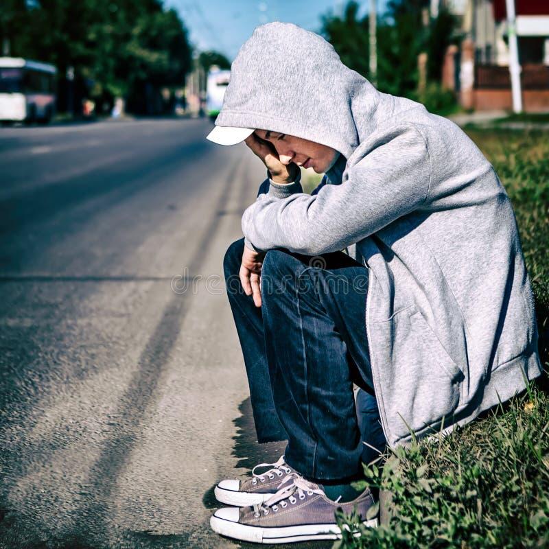 Enfant triste extérieur image libre de droits