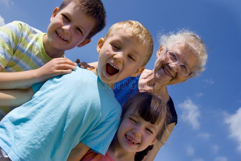 Enfants avec la grand-maman image stock