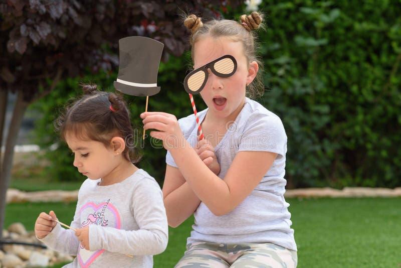 Enfants ayant l'amusement image libre de droits